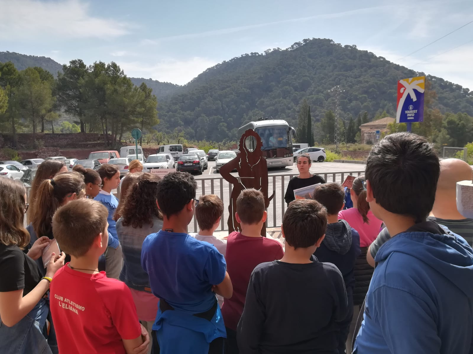 Route of the sculptures with the students of the CEIP Sant Josep