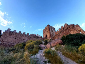 Serra cierra el castillo ante la afluencia masiva de visitantes