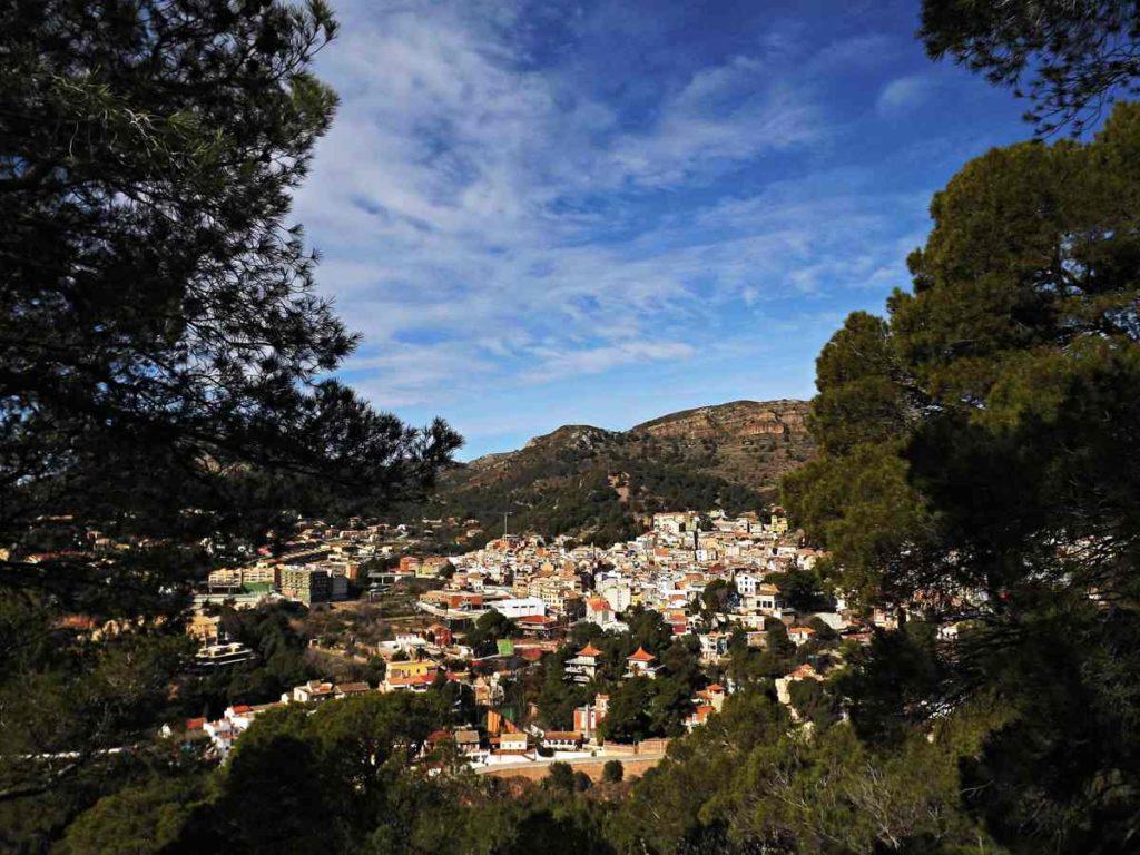 Poble de Serra entre pins
