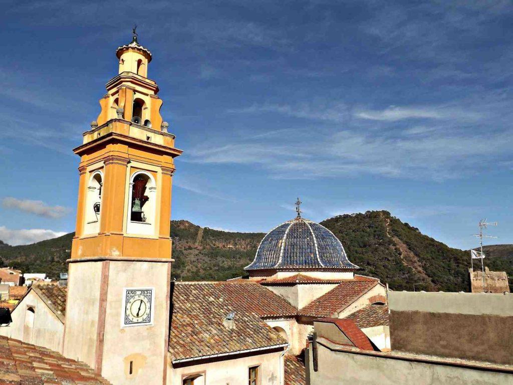 Campanari i Església de Serra